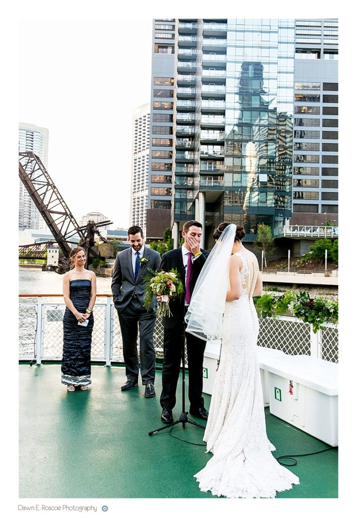 dawn-e-roscoe-photography-chicago-classic-lady-boat-wedding-00243