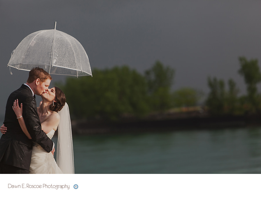 dawn e roscoe photography rainy wedding days